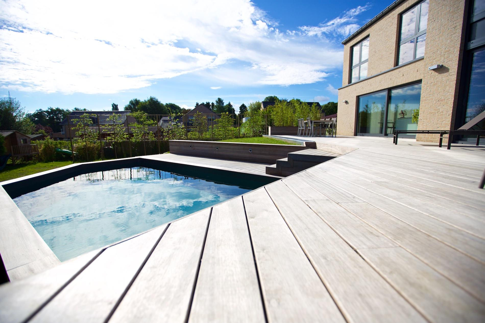 Maison novirtua 1 11 novirtua for Accessoire piscine namur