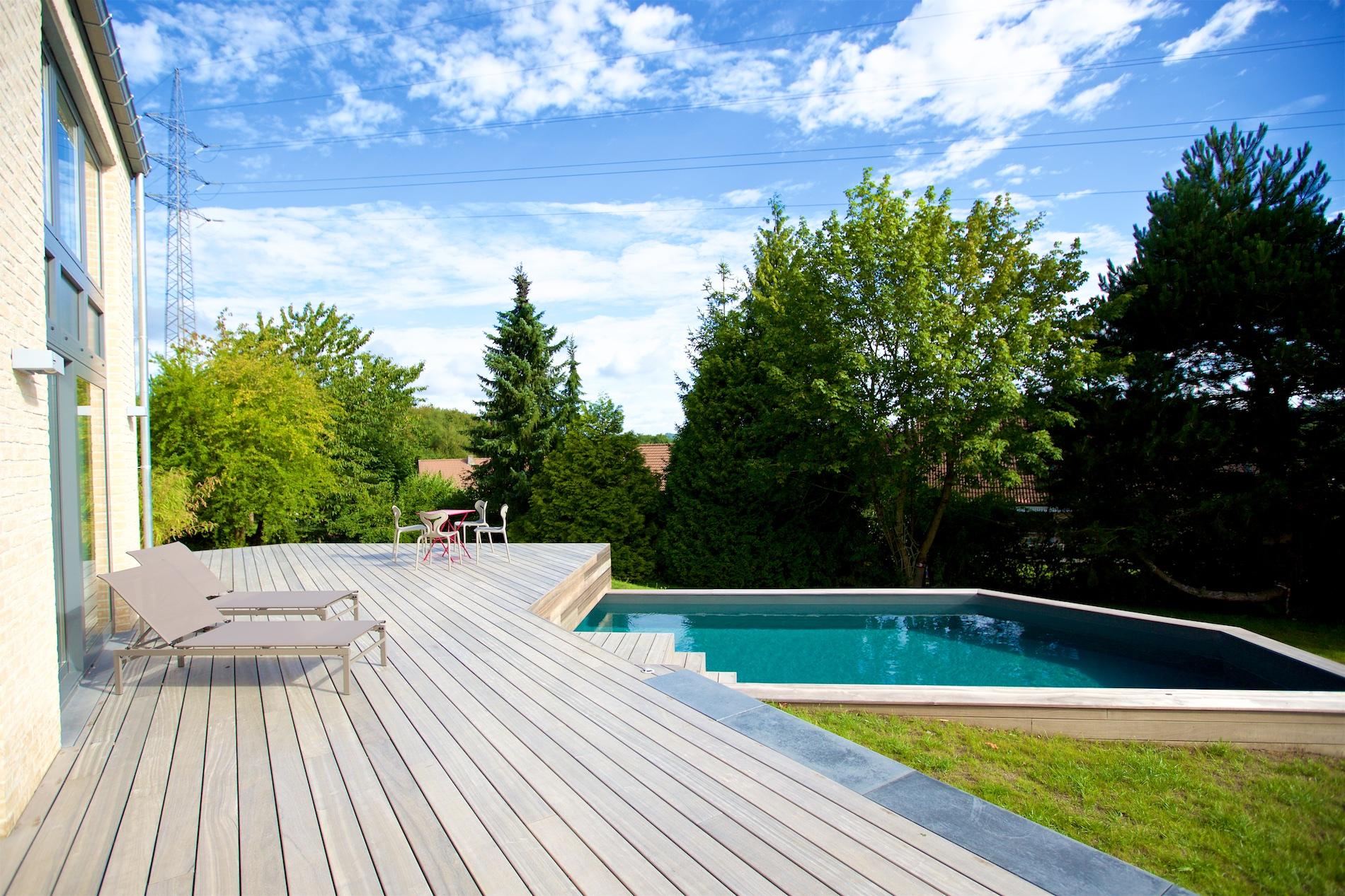 Maison novirtua 1 8 novirtua for Accessoire piscine namur