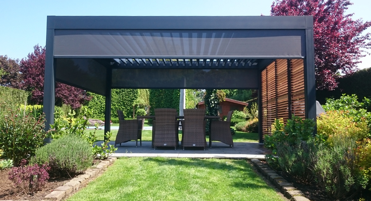 pergola bioclimatiques sur terrasse au coeur du jardin. Black Bedroom Furniture Sets. Home Design Ideas